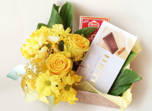 У нас можно заказать подарочный набор с медом, живыми цветами, на 8 марта, день рождения, подарки для девушек