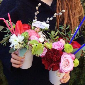 букет цветов, сладкие подарки