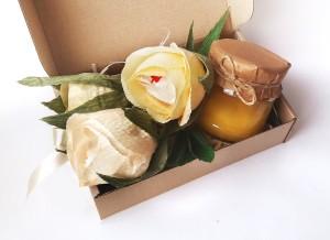 подарочный набор с медом, букет из конфет