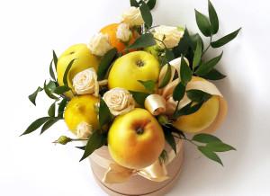 букет из фруктов, букет из фруктов и цветов, оригинальный букет киев, сладкие подарки на 8 марта