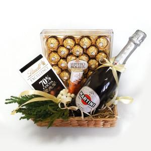 подарочная корзина на Новый год, новогодняя подарочная корзина, сладкие подарки на Новый год, корпоративные подарки на Новый год
