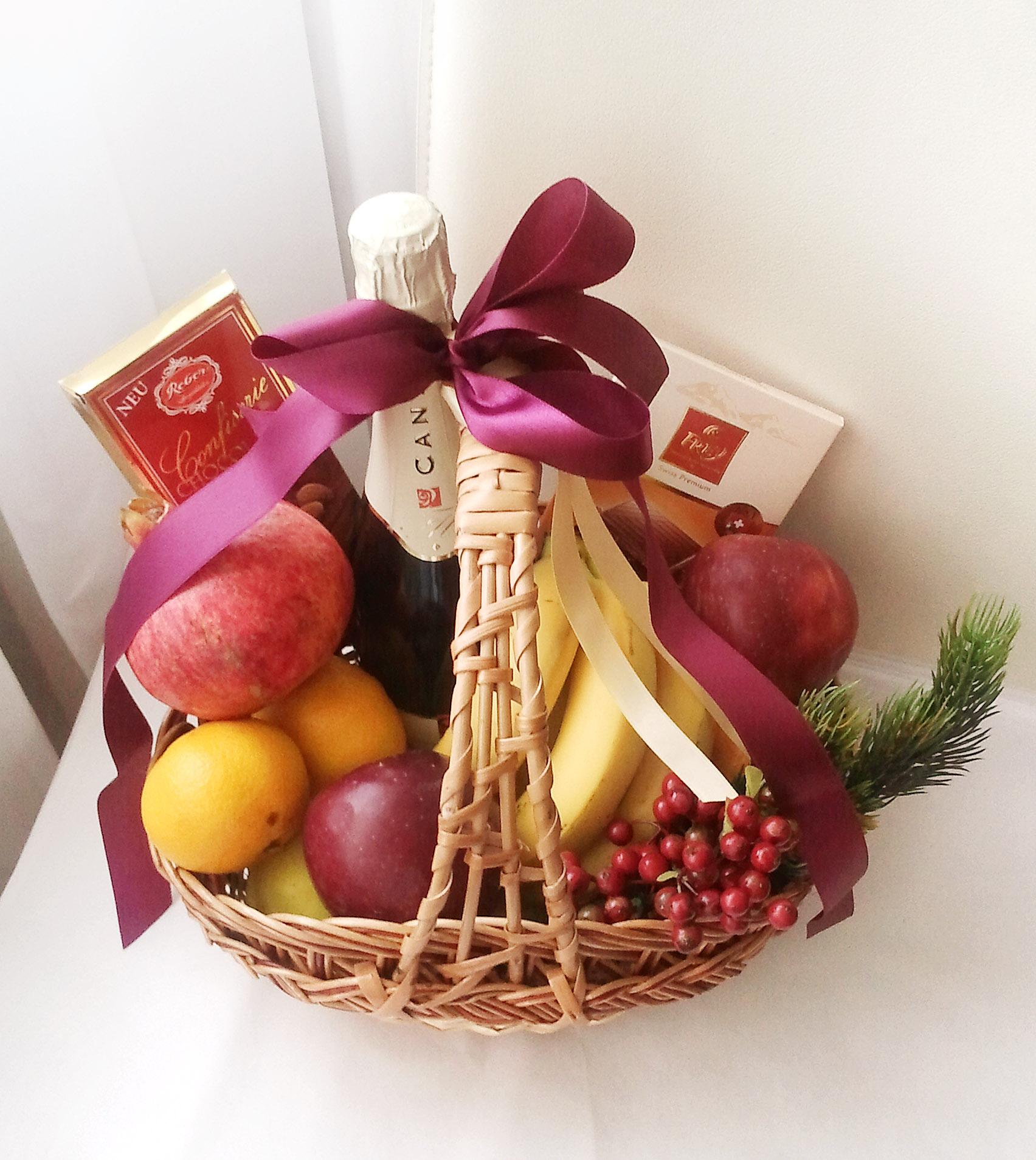 Подарочная корзина с фруктами | Sweetmeet