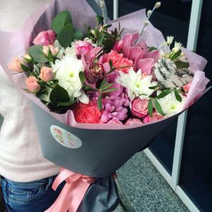 букет цветов 8 марта, сладкие подарки киев
