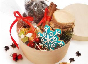 Подарочный набор с медом и чаем на Новый год
