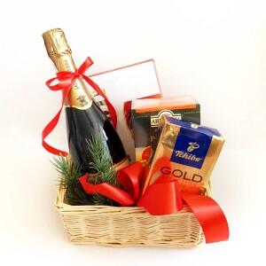 Подарочная корзина с кофе и чаем, подарочная корзина на новый год с кофе и чаем, корпоративные подарки